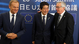 ژان کلود یونکر رئیس کمیسیون اروپا، شینزو آبه نخست وزیر ژاپن و دونالد تاسک رئیس شورای اروپا