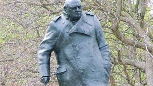 La statue de Churchill à Londres sera bientôt rejointe par celle de Ghandi.