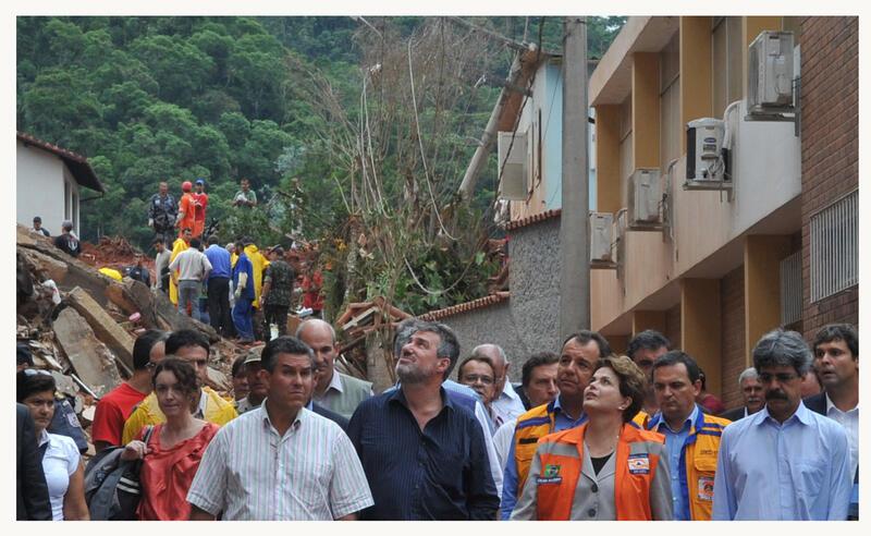 A presidenta Dilma Rousseff visita áreas atingidas pelas chuvas, no município de Nova Friburgo, na região serrana fluminense