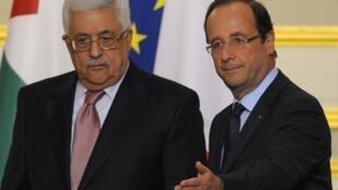 Le président palestinien Mahmoud Abbas et le chef d'Etat français François Hollande à Paris, le 8 juin 2012.
