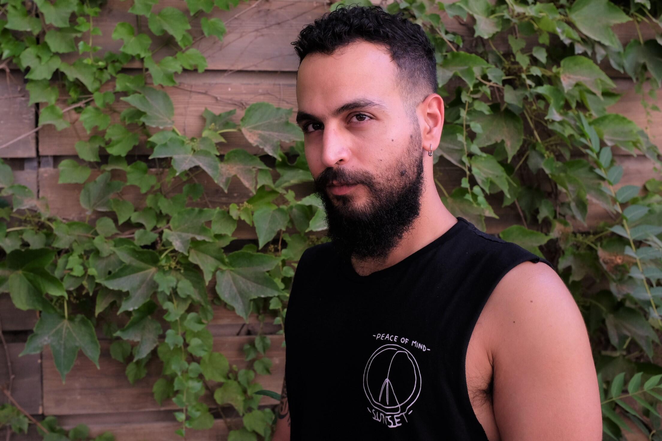 Bashar Murkus, metteur en scène palestinien de la pièce « Le Musée » et directeur de Khashabi Theatre à Haïfa, ici au Festival d'Avignon 2021.  © Siegfried Forster / RFI