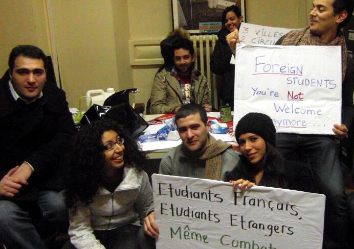 Des étudiants du collectif du 31-Mai manifestent contre la circulaire Guéant.