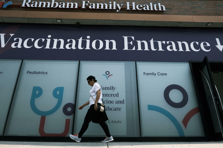 Un centre de vaccination du Covid-19 à New York où les fonctionnaires devront être vaccinés d'ici à la fin septembre 2021.