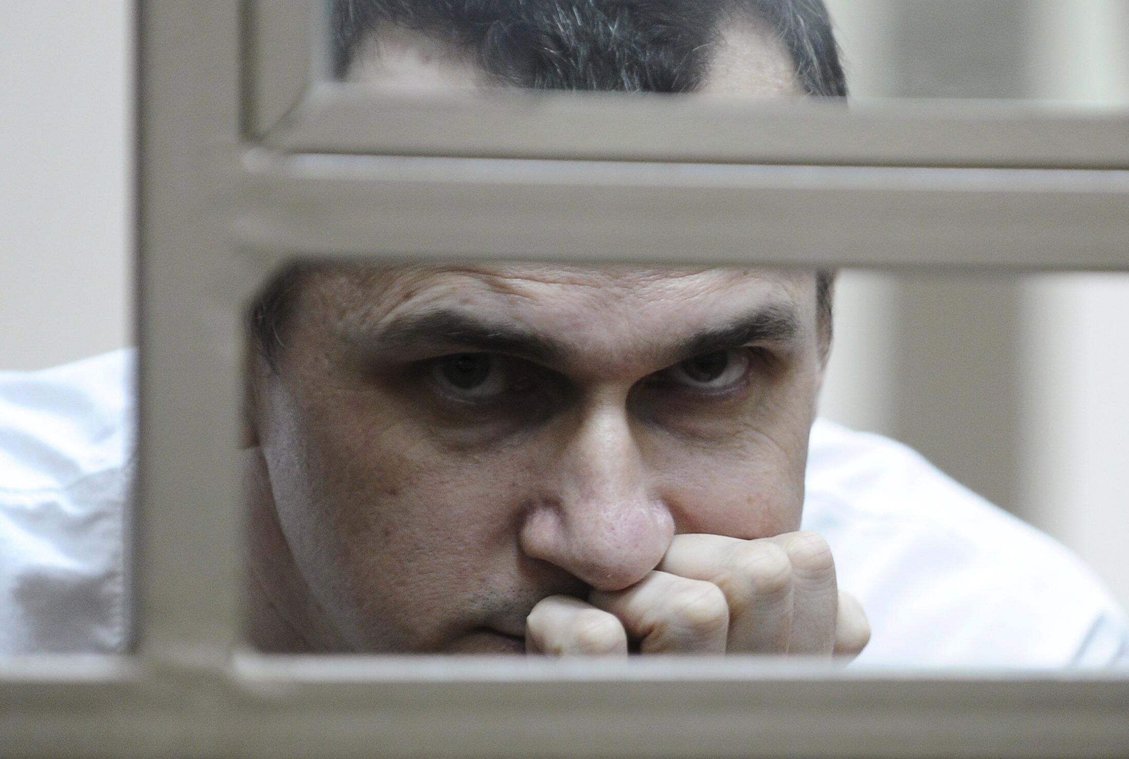 14 мая украинский режиссер Олег Сенцов объявил голодовку, требуя освобождения из российских тюрем политических заключенных.