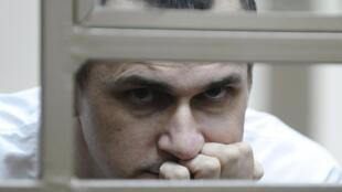 Oleg Sentsov durante o julgamento.