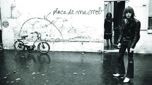 """Photo shooting for the album cover """"Laisse béton"""" - backward slang meaning """"Forget it"""" - released in 1977."""