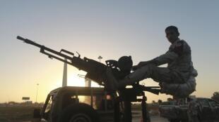 Un militaire libyen sur un véhicule armé à Benghazi, le 4 décembre 2014.