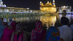 Lors du début des célébrations de Diwali, à Amritsar, le 18 octobre 2017.