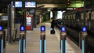 Montparnasse mainline station in Paris, without trains or passengers.