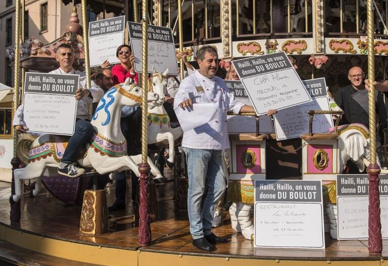 Владельцы ресторанов и небольших предприятий Страсбурга вышли на площадь с предложением работы. 30 сентября 2017 г.