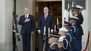 Глава Пентагона Джеймс Мэттис и министр обороны Грузии Леван Изория (справа), Вашингтон, 13 ноября 2017.
