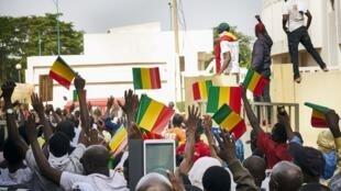 Des Maliens manifestent à Bamako le 2 juin 2018 contre le manque de transparence dans la campagne présidentielle.