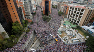 1月23日,支持瓜伊多,要求馬杜羅政府下台的民眾像洪水般驟然間灌注大街小巷。