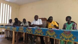 René Sakanga Morouba (au centre), commissaire central auprès de l'Autorité nationale des élections (ANE) préside et organise la sélection des représentants de l'ANE à la mairie de Bossangoa (photo d'illustration).