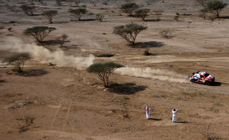 Le Qatari Nasser Al-Attiyah (Toyota) et son copilote français Mathieu Baumel, lors du prologue du Dakar, près de Djeddah, en Arabie Saoudite, le 2 janvier 2020