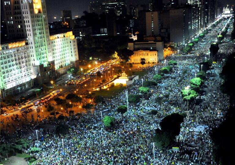 Манифестация в Рио-де-Жанейро 20 июня 2013.