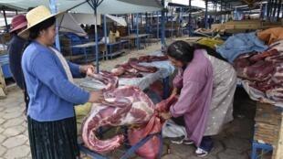 Viande lama vendu sur un marché en Bolivie.