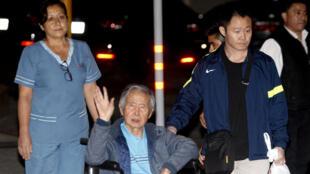 O ex-presidente Alberto Fujimori deixou a clínica onde estava internado em Lima de cadeira de rodas no dia 4 de janeiro de 2018.
