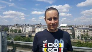 Le fondateur du site parodique algérien El Manchar, Nazim Baya, le 14 juin 2019 à Paris.