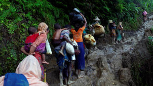 Des réfugiés rohingyas viennent de traverser la frontière entre la Birmanie et le Bangladesh, à Cox's Bazar, le 8 septembre 2017.
