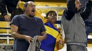 Hinchas del Boca tras la suspensión del partido contra River el 14 de mayo en la Bombonera.