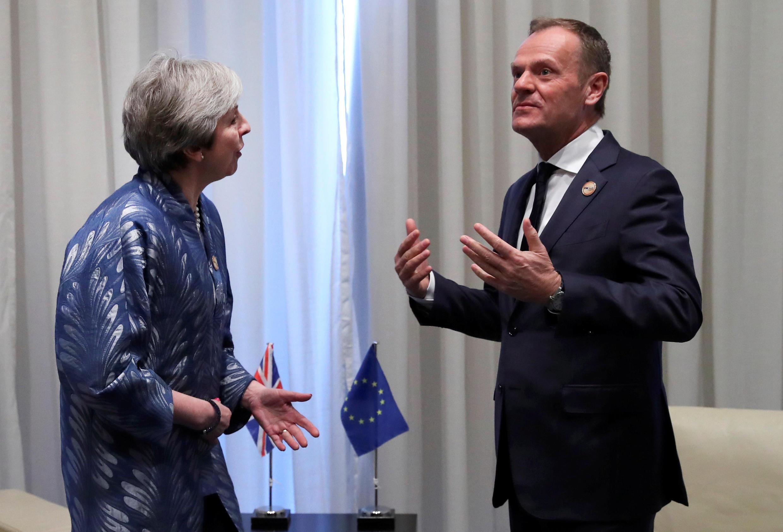 Thủ tướng Anh Theresa May (T) gặp chủ tịch Hội Đồng Châu Âu Donald Tusk bên lề thượng đỉnh EU và Liên Đoàn các nước Ả Rập, ngày 24/02/2019 tại Ai Cập.