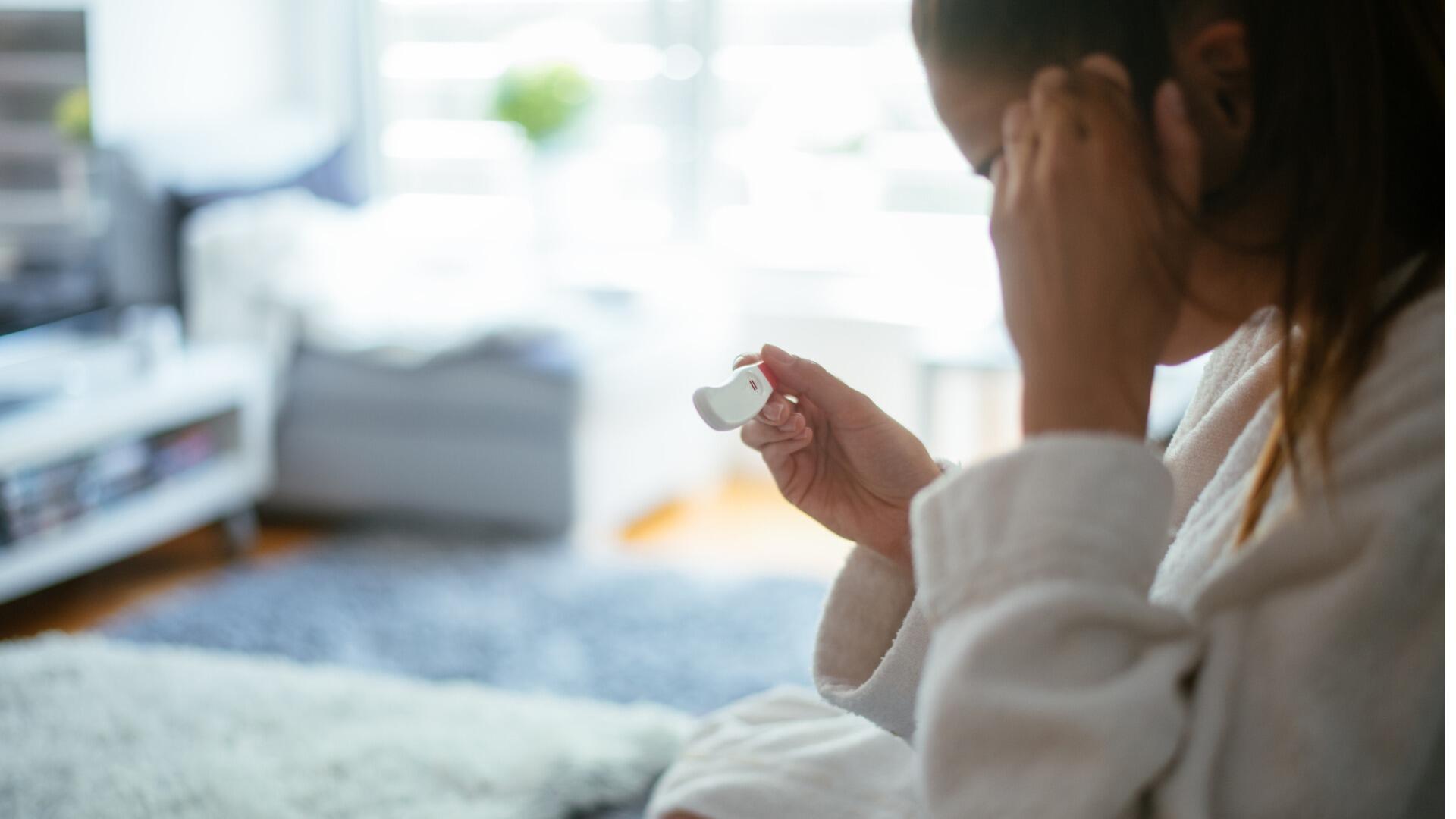 IVG illustration test de grossesse enceinte c milanvirijevic