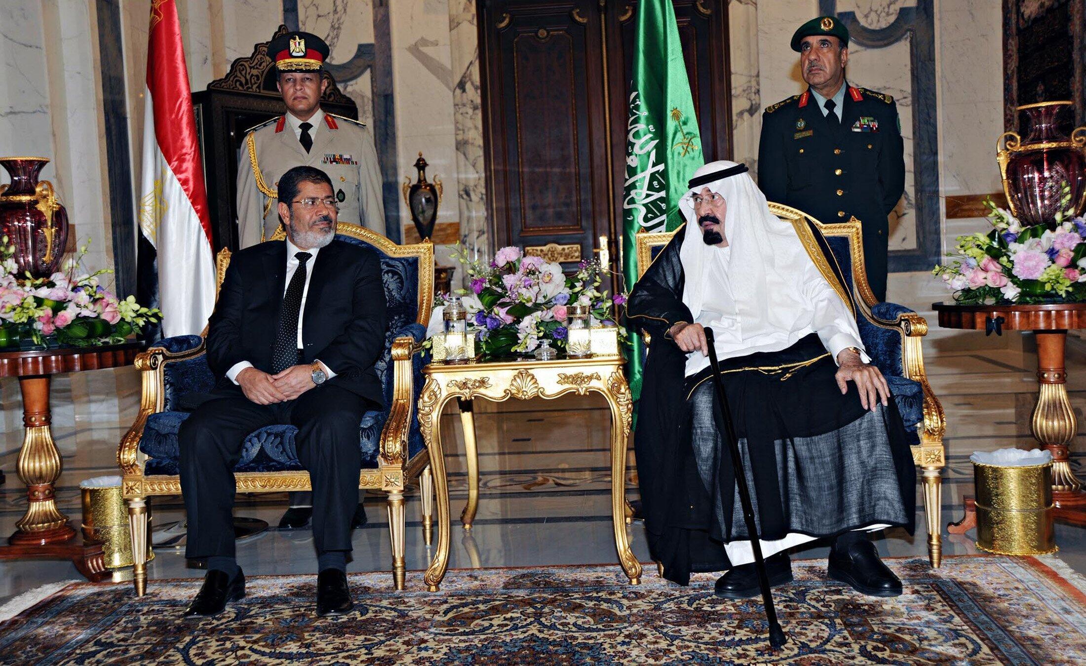 سفر محمد مرسی، به عربستان سعودی و دیدارش با ملک عبدالله- پادشاه عربستان سعودی. چهار شنبه تیرماه/ ١١ ژوئیه ٢٠١٢