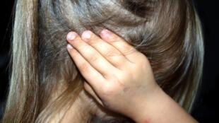 Na França, caso de agressor de menina de 11 anos, julgado por atentado ao pudor e não por estupro, levanta debate sobre o consentimento sexual de menores.