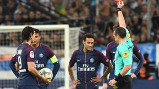 Neymar exclu lors du nmatch Marseille-PSG au stade Vélodrome, le 22 octobre 2017