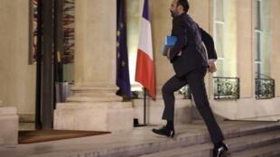 Le Premier ministre français Edouard Philippe arrive au Palais de l'Elysée à Paris, le 18 décembre, pour une réunion avec le président.