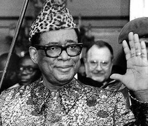 Mobutu Sese Seko Kuku Ngbendu wa Za Banga, né Joseph-Désiré Mobutu, surnommé «l'homme léopard».