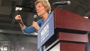 Caucus de l'Iowa: dans un gymnase de Cedar Rapids, Elizabeth Warren mobilise ses troupes.