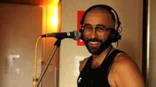 The Narcicyst dans la chambre d'hôtel montréalaise de Musiques du Monde.