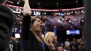 Les délégués anti-Trump ont hurlé et sifflé, mais leur protestation lors de la convention républicaine a vite tourné court, lundi 18 juillet 2016.