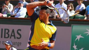 Jo-Wilfried Tsonga qualificou-se para as meias-finais de Roland-Garros, ao bater Roger Federer