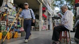 Dans les rues de la capitale, les Grecs sont partagés sur le nouveau mémorandum.