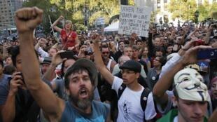 """Manifestação em Nova York comemora um ano do movimento """"Ocupe Wall Street""""."""
