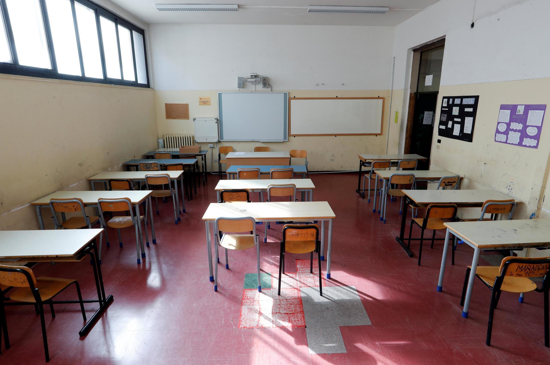 Uma sala de aula vazia em uma escola de Lattanzio, após o decreto do governo de fechar escolas, cinemas e pedir para que as pessoas trabalharem de casa. Itália, 5/03/2020.