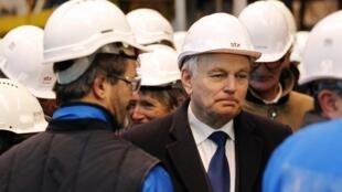 Le Premier ministre Jean-Marc Ayrault, lors d'une visite sur les chantiers navals de Saint-Nazaire, le 21 janvier 2013.
