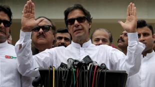 عمران خان، نخست وزیر پاکستان که از طرح حکومت موقت در افغانستان اعلام حمایت کرده بود