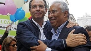 O líder do Partido Socialista, Antonio José Seguro (esquerda), e o prefeito socialista de Lisboa, Antonio Costa.