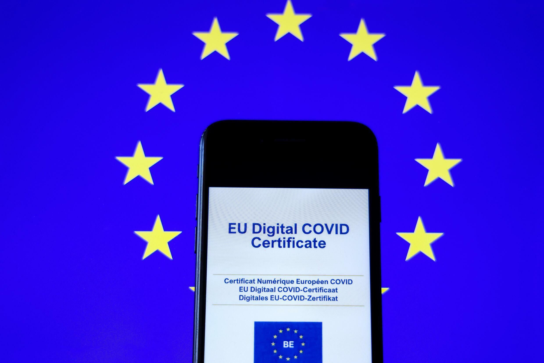 El certificado sanitario europeo, en la pantalla de un móvil, el 16 de junio de 2021