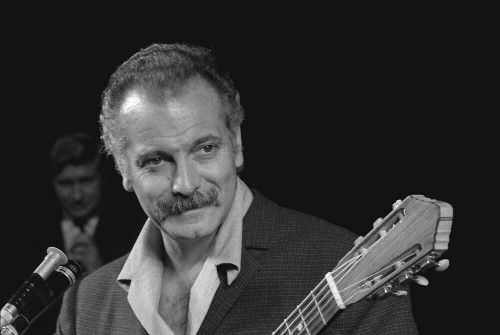 A man with a guitar: Georges Brassens.