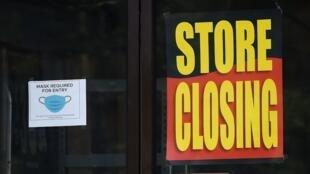 Fermeture définitive d'un magasin en pleine crise de coronavirus, le 18 juin 2020, en Virginie, aux Etats-Unis.