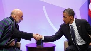Tổng thống Mỹ Barack Obama (P) tiếp đồng nhiệm Afghanistan Hamid Karzai, Chicago, 20/05/2012