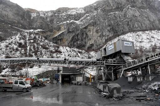 Cette photo prise le 1er février 2019 montre l'entrée du futur tunnel Lyon-Turin lors de la visite du ministre des Transports français sur le site de Saint-Martin-la-Porte, dans le sud-est de la France.
