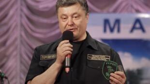 Presidente ucraniano Petro Porochenko disse nesta quarta-feira (10) que 70% dos soldados russos deixaram o leste do país.