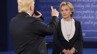 Donald Trump a été offensif pour tenter de faire oublier une semaine noire lors de ce deuxième débat entre les deux candidats à l'élection présidentielle de novembre.