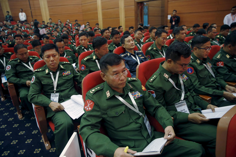 Quân đội là tổ chức rất có uy lực tại Miến Điện, bất cứ ai nắm quyền tại đất nước này đều cần hợp tác của họ.